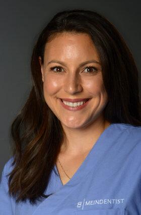Dr. Alexandra Rausch